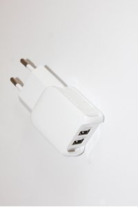Universal AC adapter / charger with Apple iPhone/iPad/iPod connector